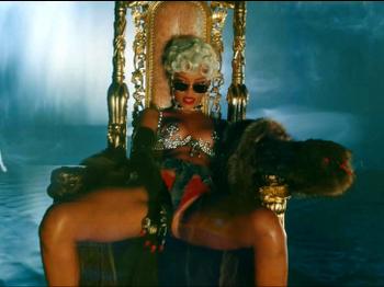 Rihanna - Pour It Up (Explicit).mp4_20131006_195347.172.jpg