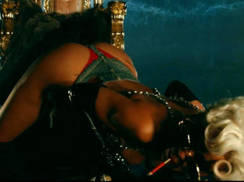 Rihanna - Pour It Up (Explicit).mp4_20131006_195813.730.jpg