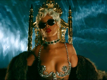 Rihanna - Pour It Up (Explicit).mp4_20131006_195150.530.jpg