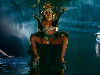 Rihanna - Pour It Up (Explicit).mp4_20131006_195319.715.jpg