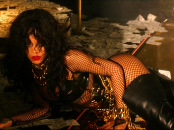 Rihanna - Pour It Up (Explicit).mp4_20131006_195741.501.jpg